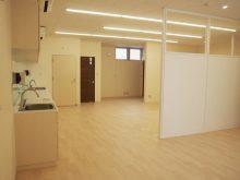 間仕切り前の広い診察室2